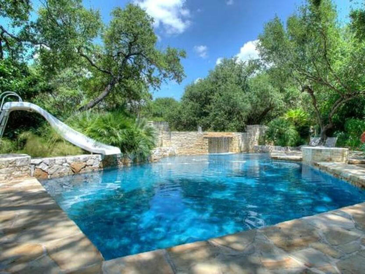 28 Kelian Ct. San Antonio home pool