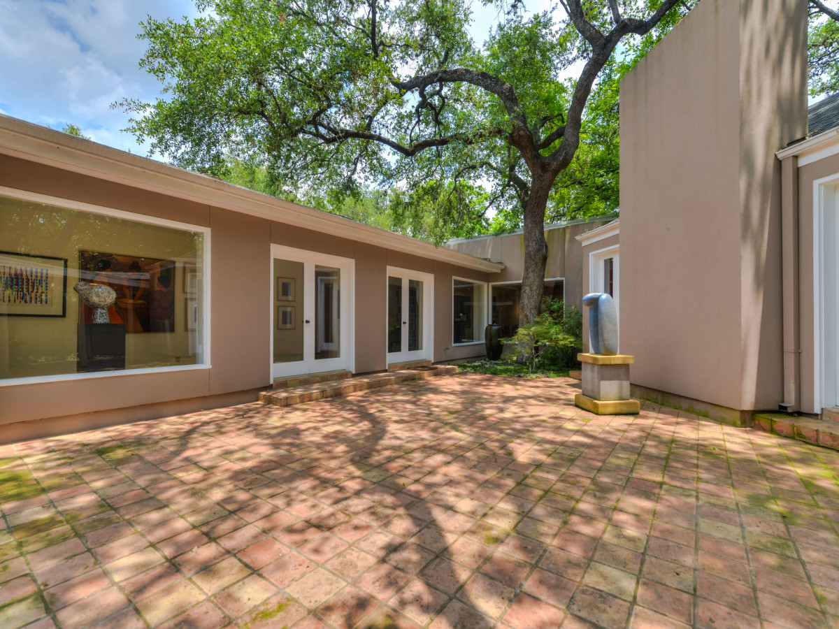 7887 New Braunfels San Antonio house for sale courtyard