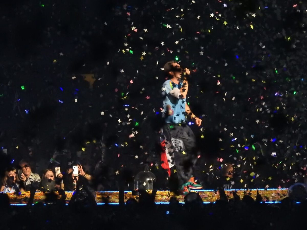 Chris Martin confetti at Coldplay concert