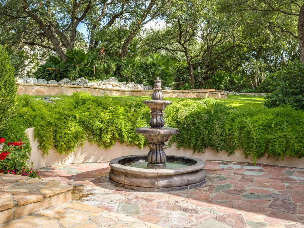 19122 Nature Oaks San Antonio house for sale water fountain