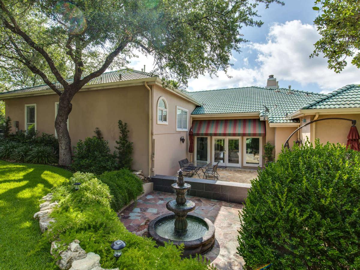 19122 Nature Oaks San Antonio house for sale backyard