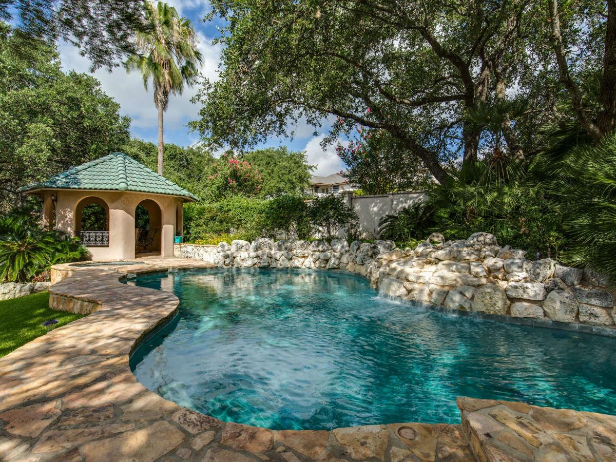 19122 Nature Oaks San Antonio house for sale pool
