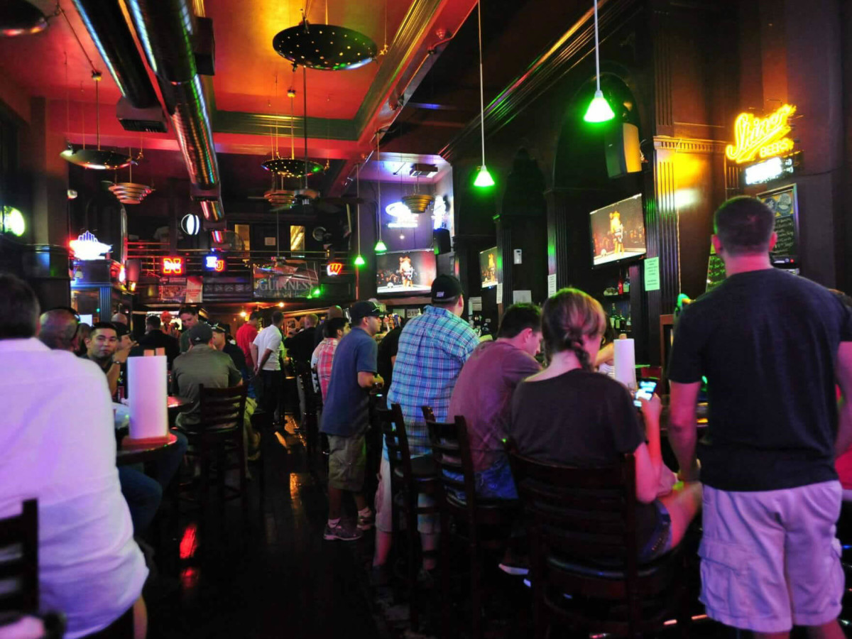 Ticket Sports Pub San Antonio bar