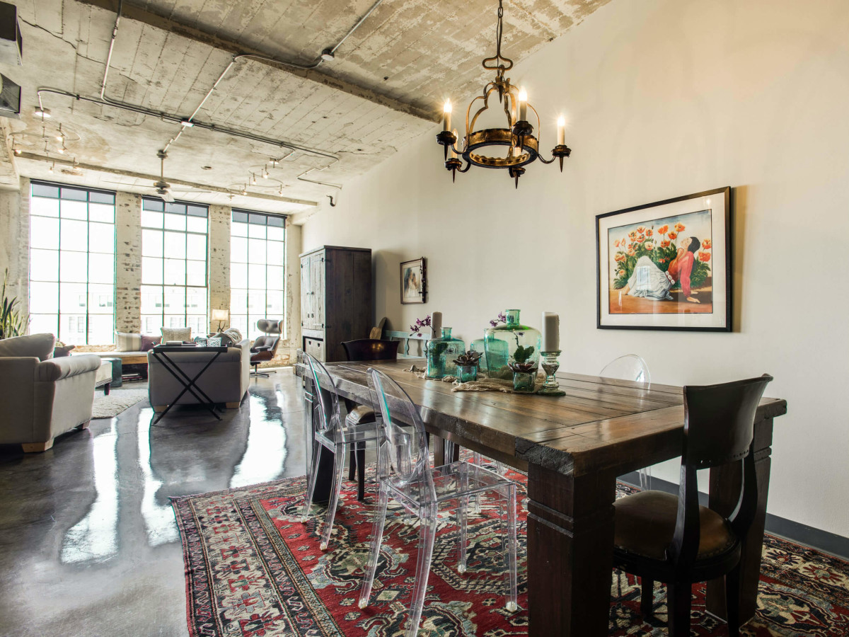 Dining room at 1122 Jackson St. in Dallas