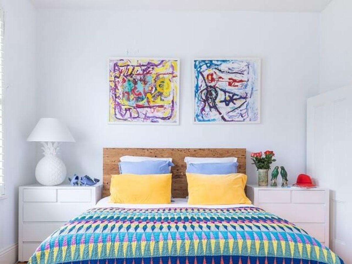 Rustic bedroom design with quilt