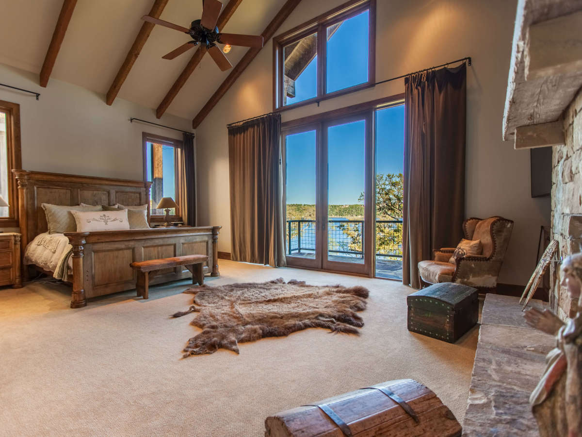 1920 Valentino Cove Lake Travis Spicewood house for sale bedroom