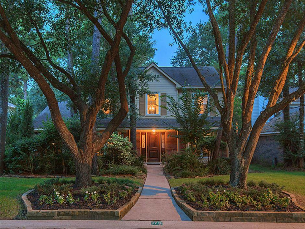 Woodlands home for sale $300,000, 179 S. Rushwing Circle