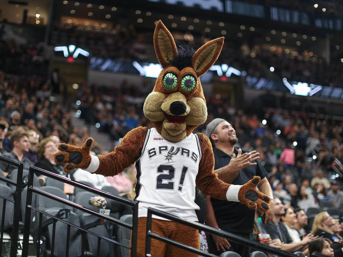 San Antonio Spurs mascot Coyote