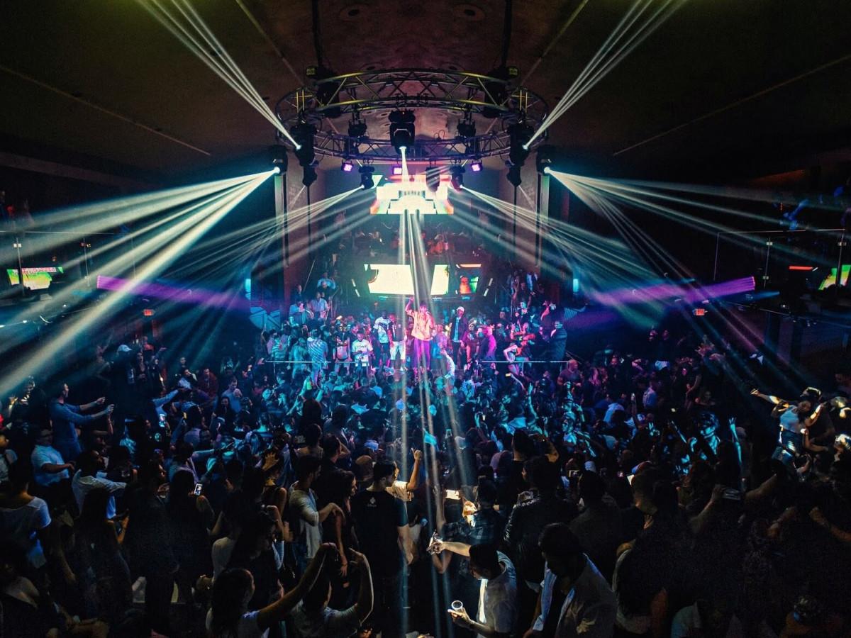 Houston, The Spire, Jan 2017, dance floor with people