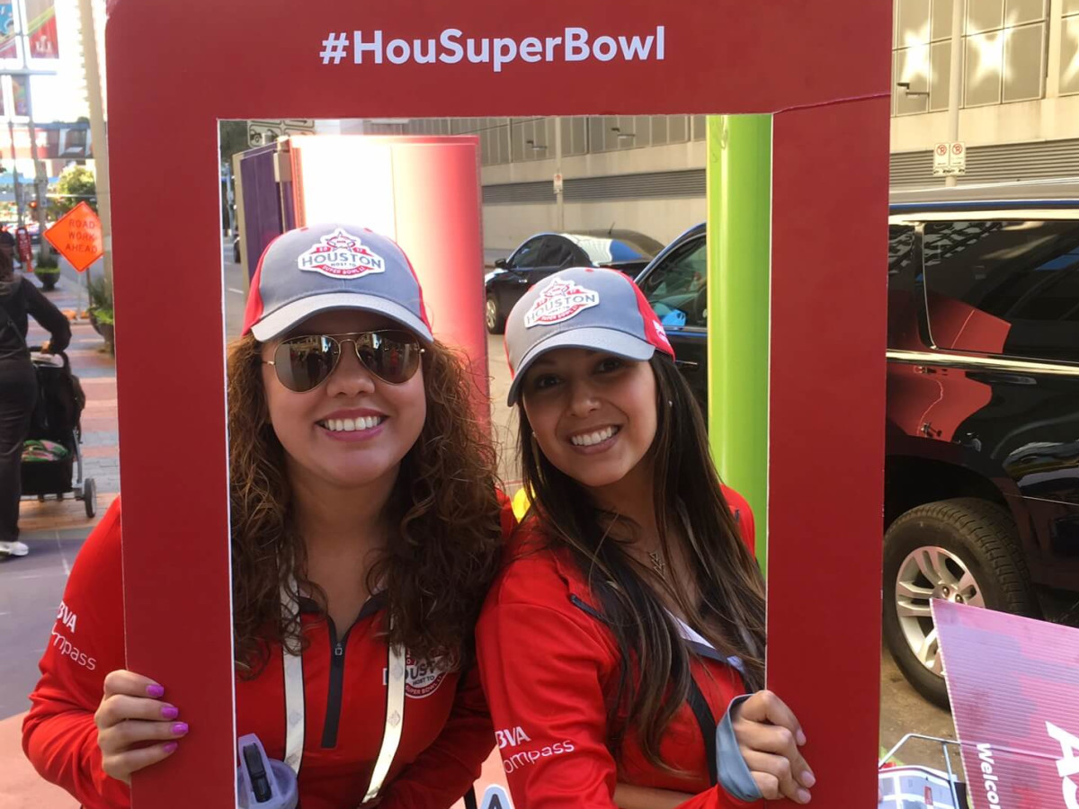 Super Bowl LIVE volunteers