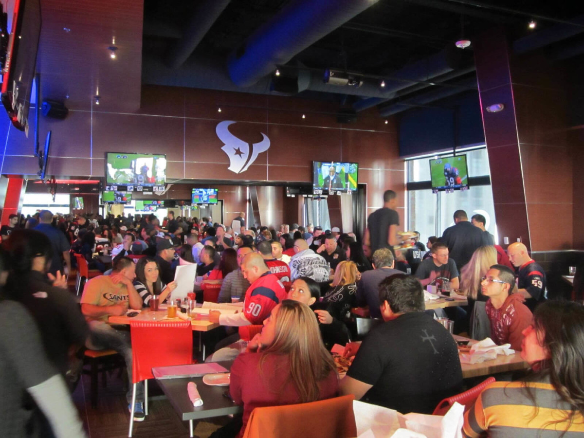 Houston Texans Grille, interior, crowd