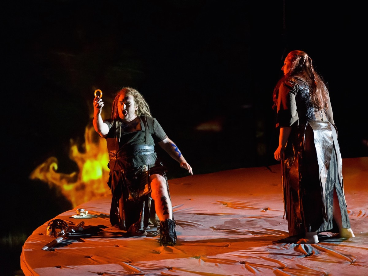 Houston Grand Opera Götterdämmerung, Simon O'Neill as Sigfried,  Christine Goerke as Brünnhilde
