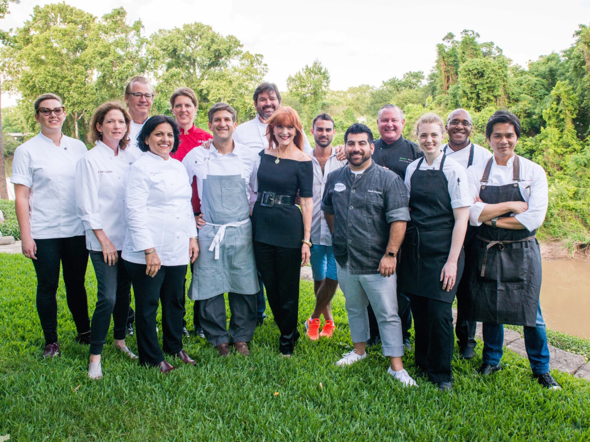 Gracie Cavnar and chefs at Recipe for Success dinner