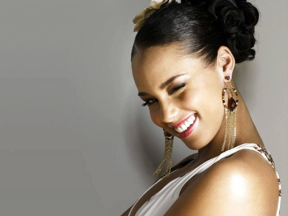 Alicia Keys, head shot