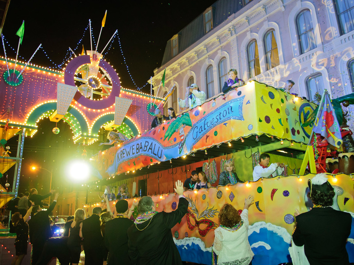News_42_Tremont House_Mardi Gras Ball_February 2012_parade_crowd