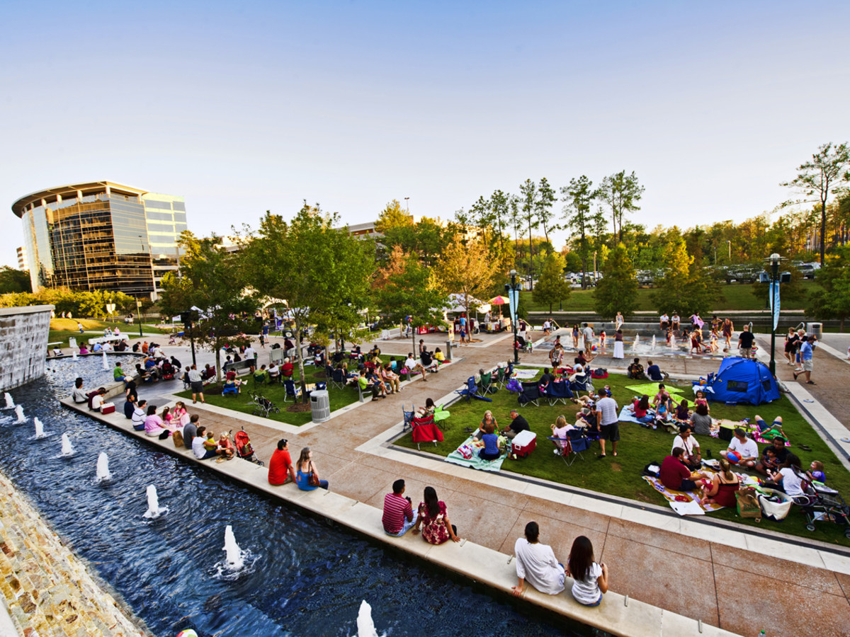 "2014 Spring & Fall Series of ""Live at Night"" at Waterway Square"