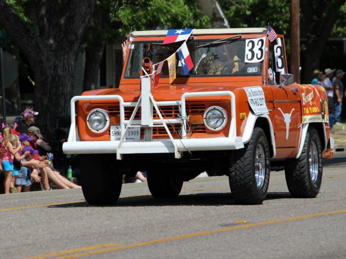 UT Longhorn car in Shiner downtown parade