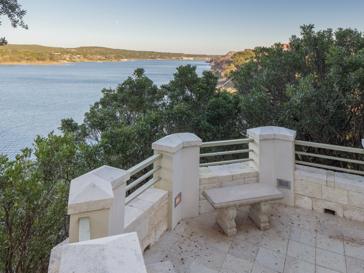 26100 Countryside Austin house for sale balcony
