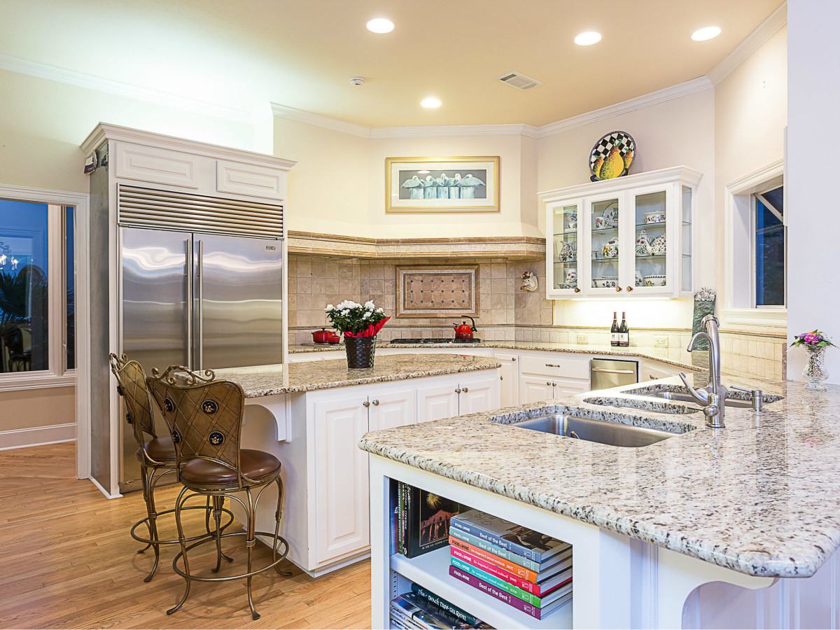 6603 Courtyard Austin house for sale kitchen