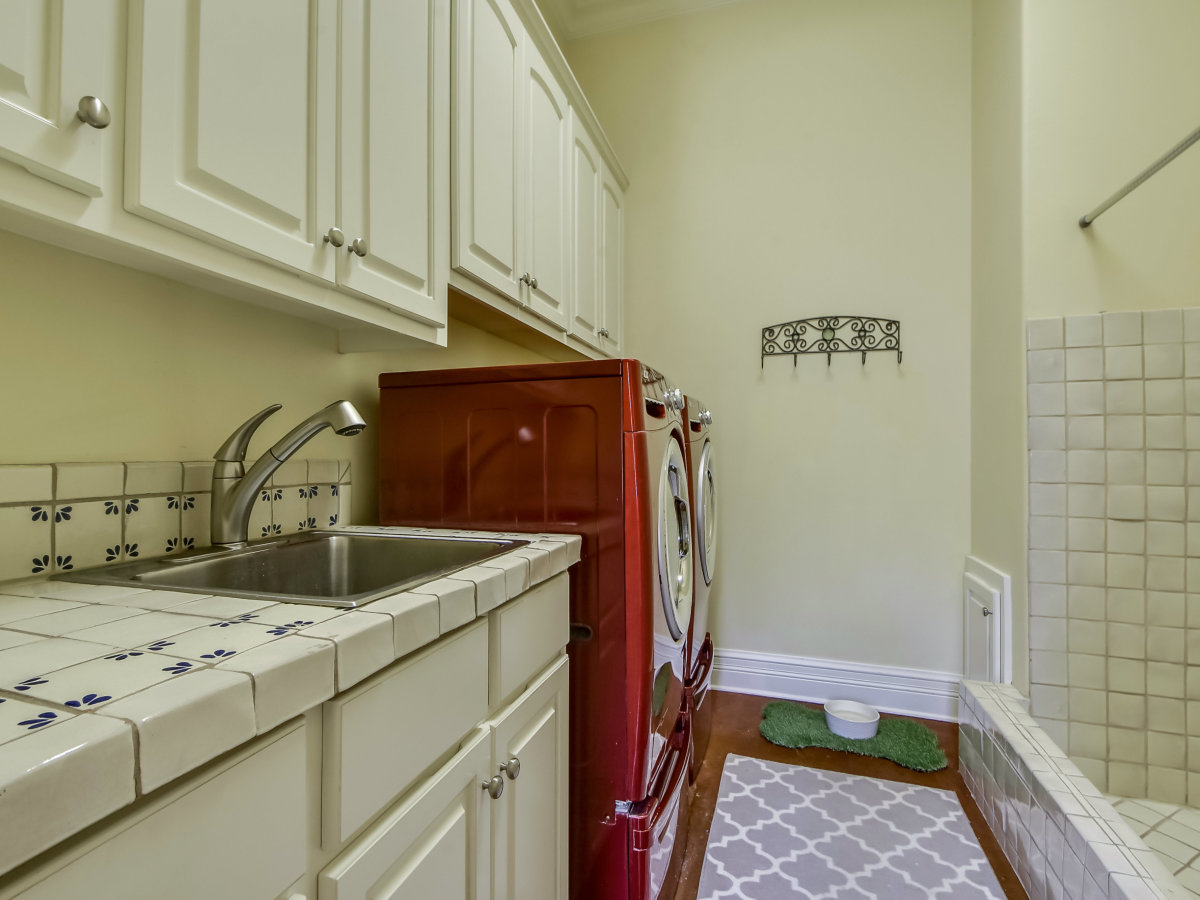3904 Toro Canyon Rd Austin house for sale laundry room