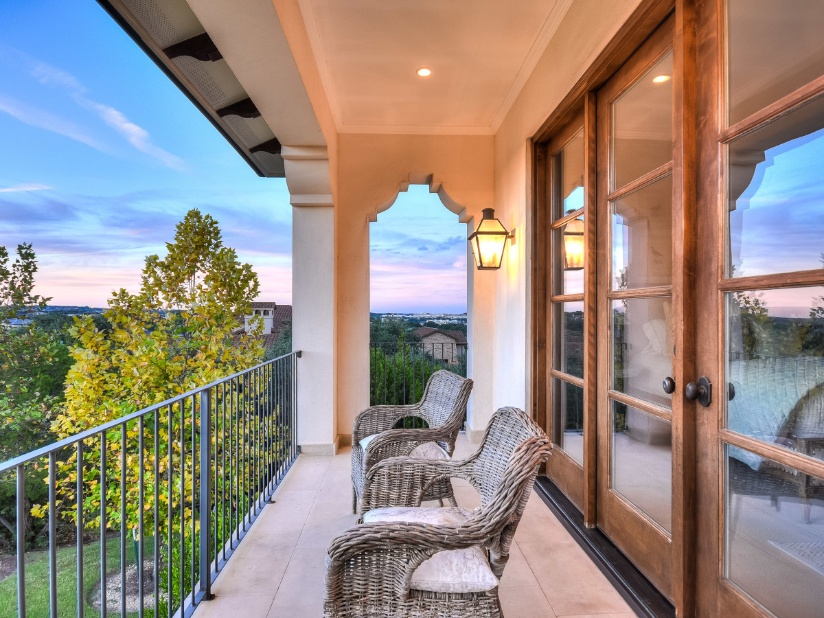 5709 Spanish Oaks Club Austin house for sale balcony