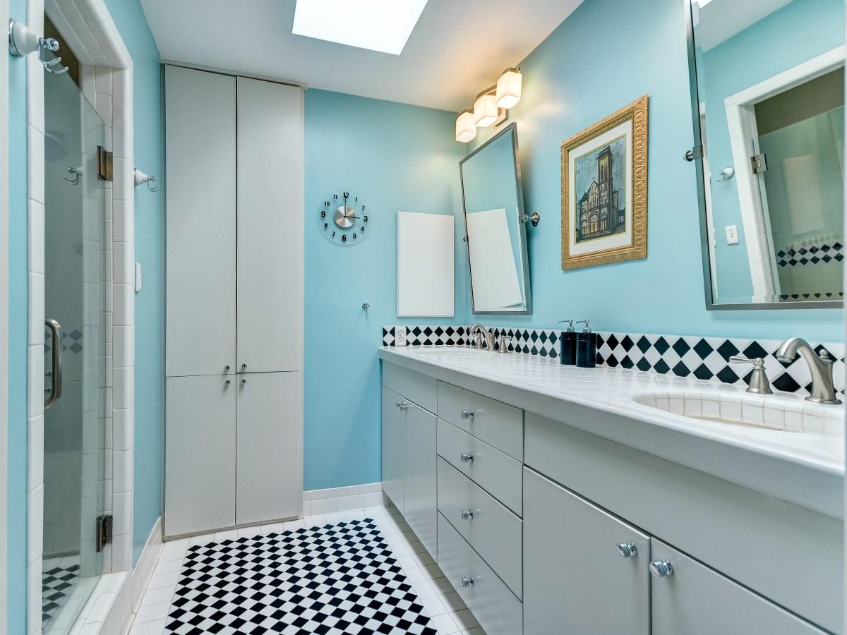 141 Cloverleaf San Antonio house for sale bathroom