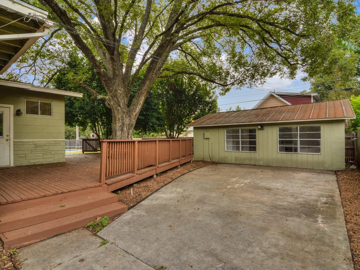 264 Larchmont San Antonio house for sale backyard