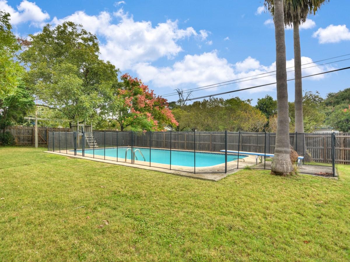 264 Larchmont San Antonio house for sale pool