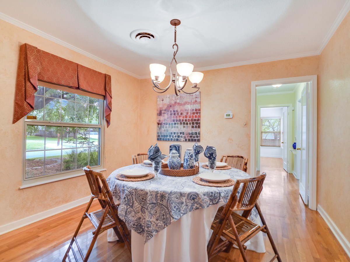 264 Larchmont San Antonio house for sale dining room