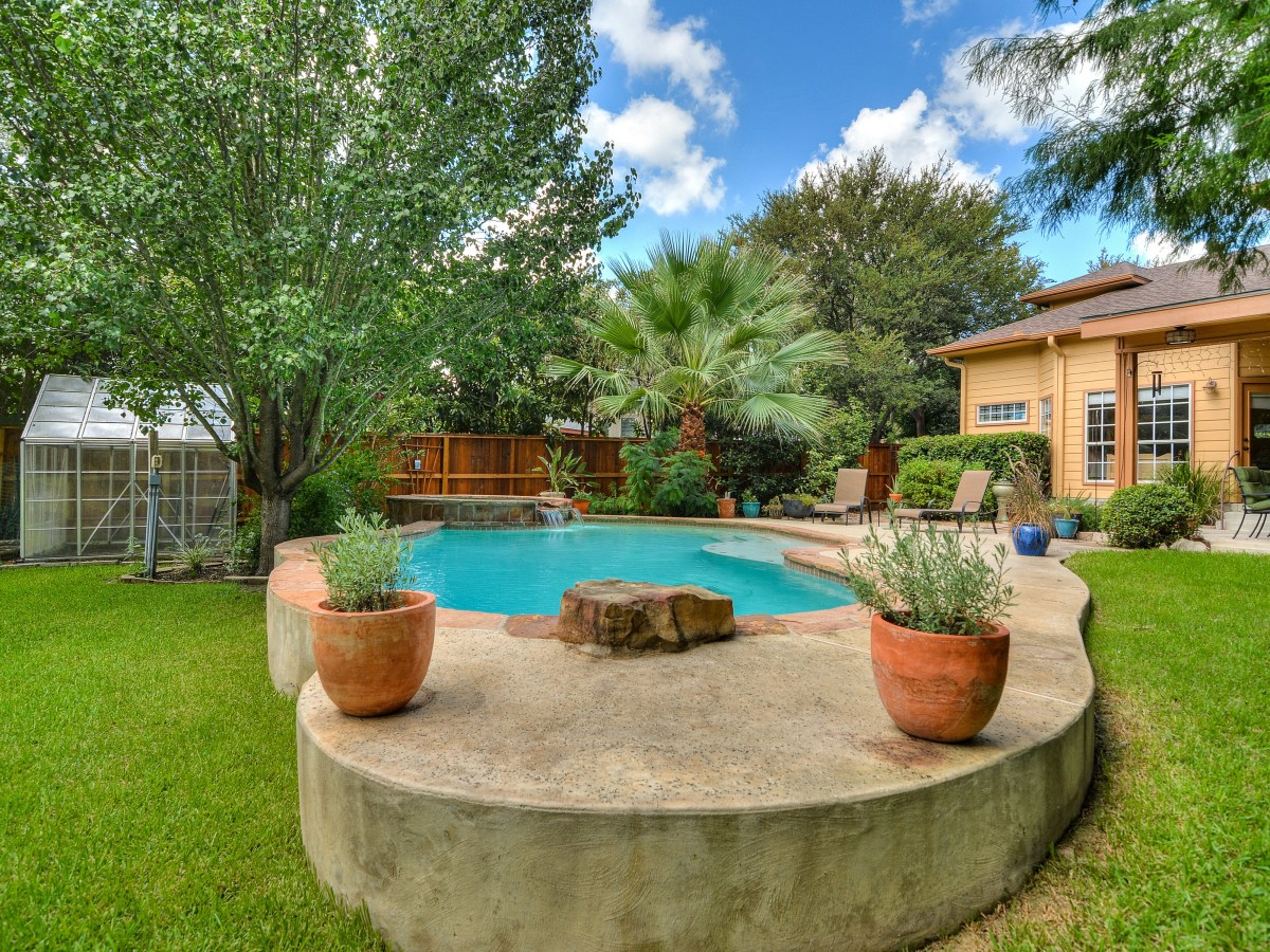 14 Greens Whisper San Antonio house for sale backyard