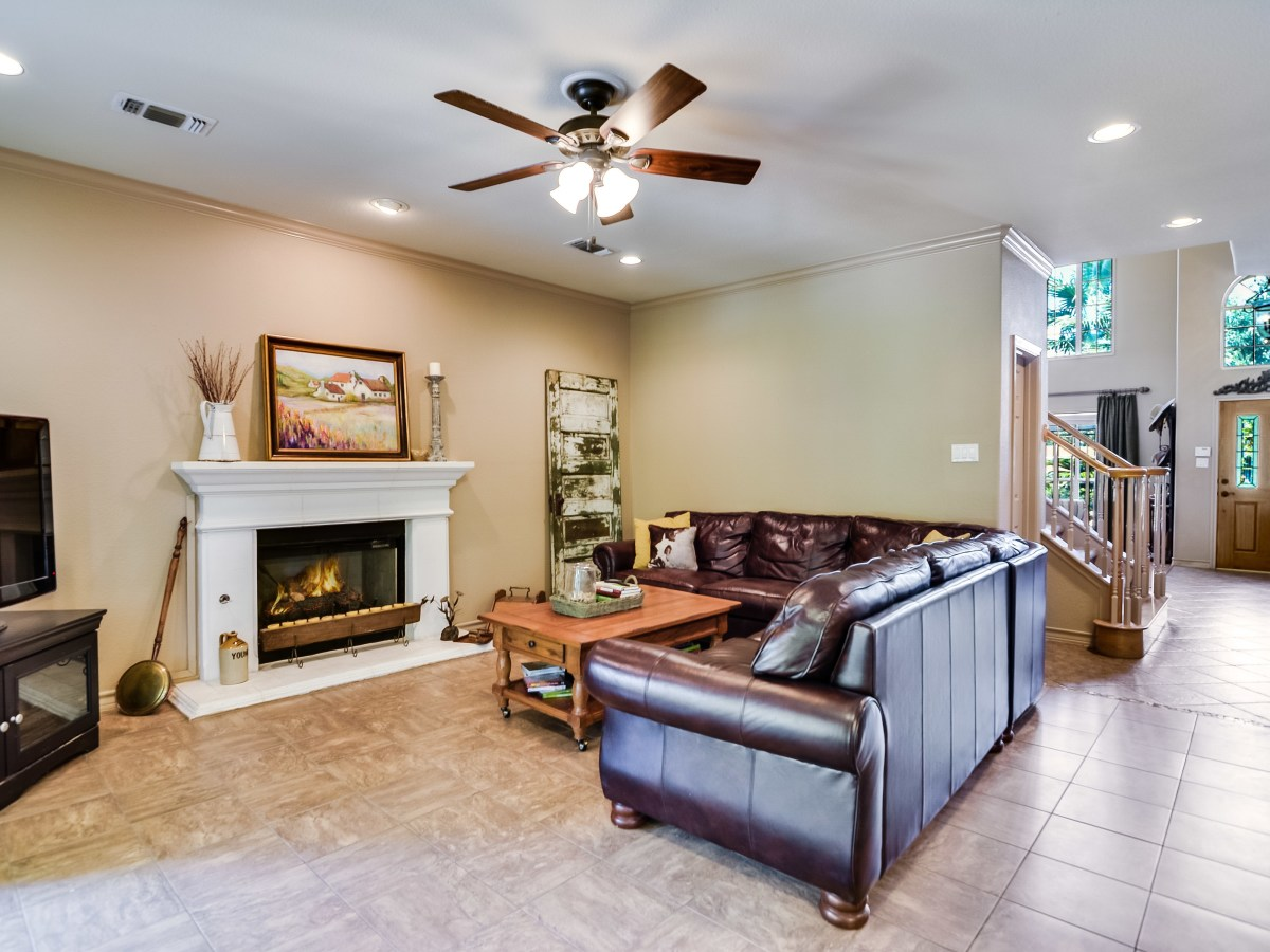 14 Greens Whisper San Antonio house for sale living room