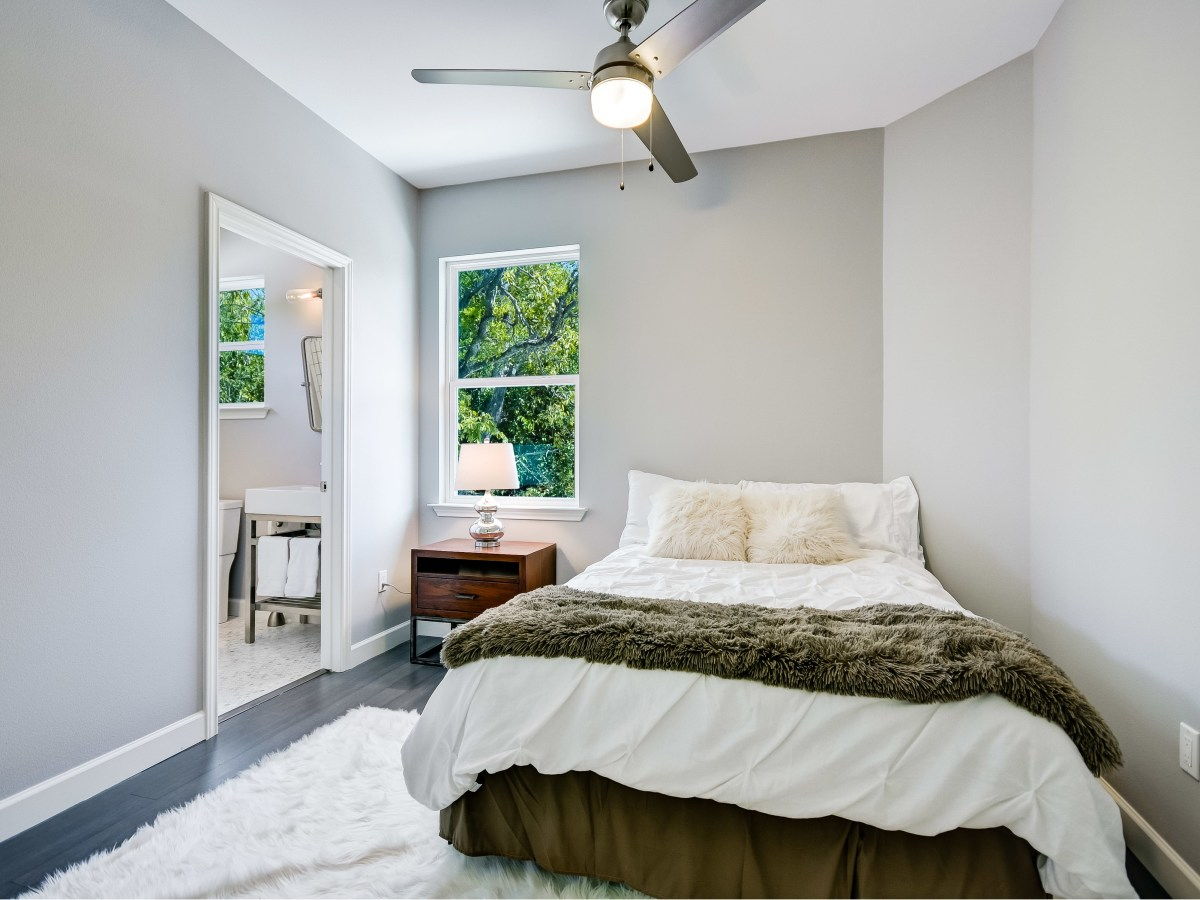 2406 E 16th St Austin house for sale bedroom