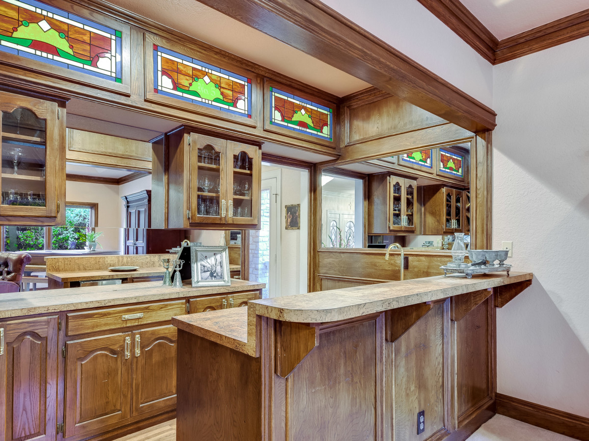 5 Muir Lane Austin house for sale wet bar
