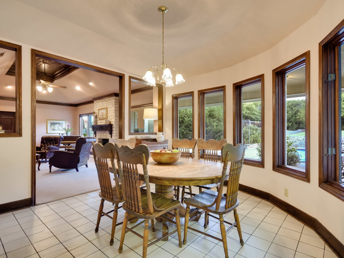 5 Muir Lane Austin house for sale breakfast nook