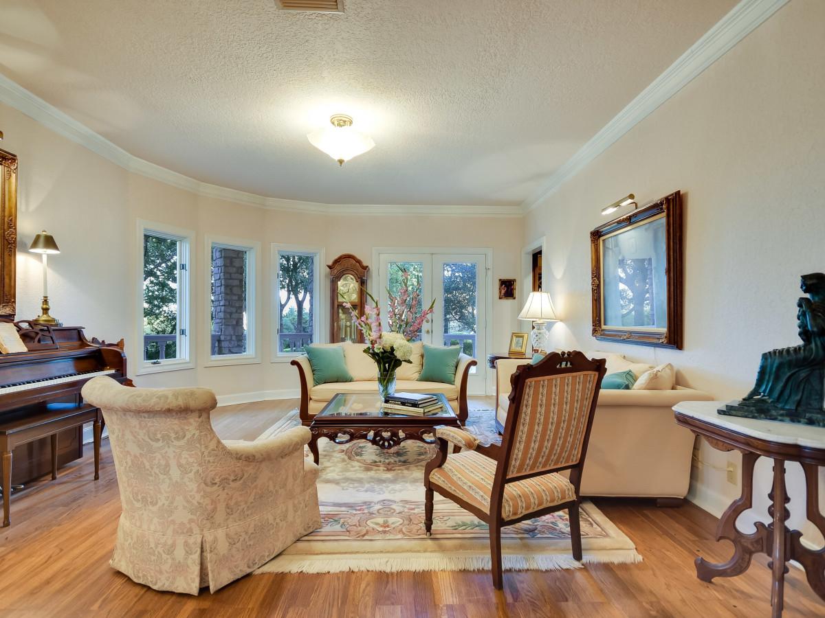 5 Muir Lane Austin house for sale living room