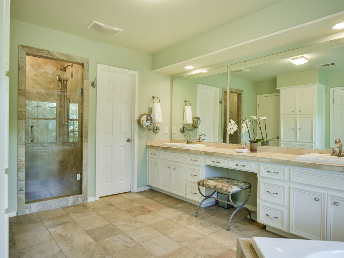 4407 Canyonside Austin home for sale bathroom