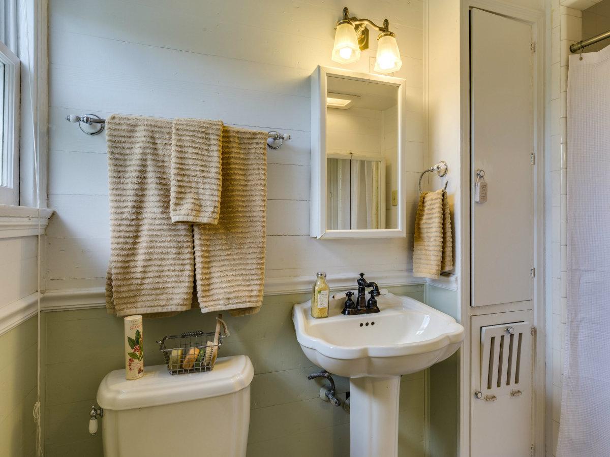 16 Ledge Ln San Antonio house for sale bathroom