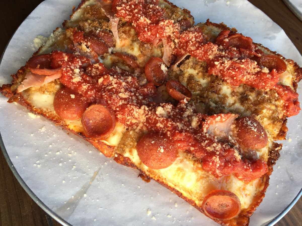 Pizaro's Detroit pizza 8 mile