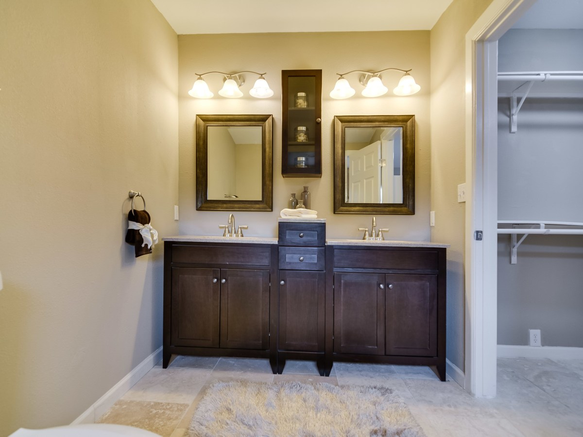 408 Funston San Antonio house for sale bathroom