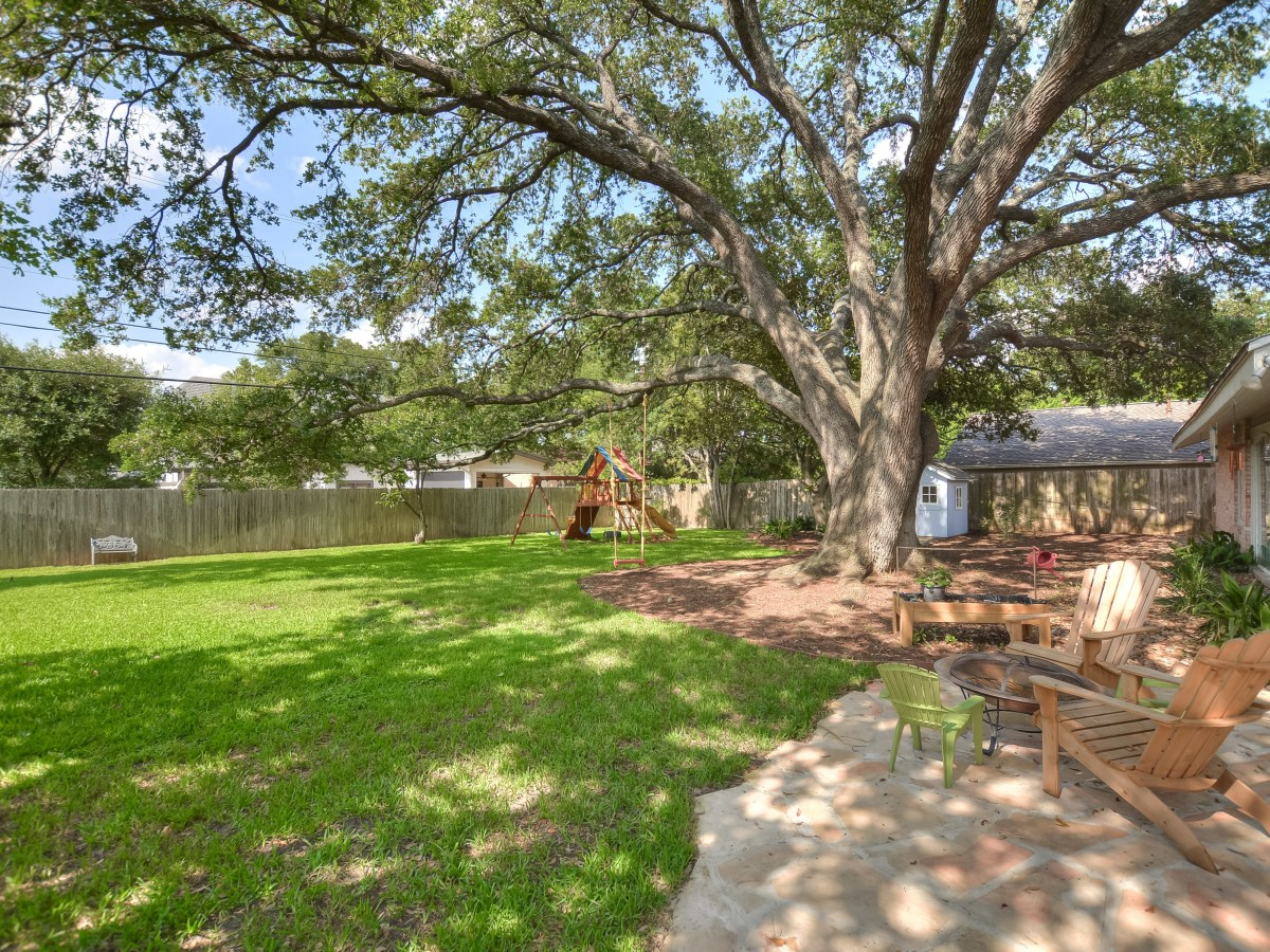 231 Hillview San Antonio house for sale backyard