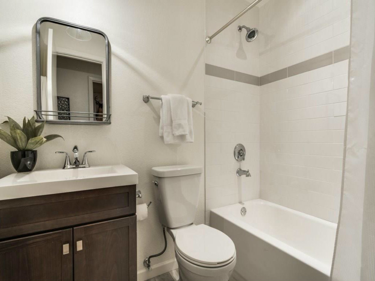 1639 Homewood Pl Dallas house for sale bathroom