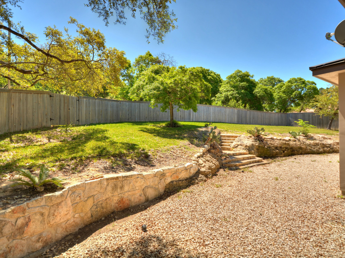 7010 Crest Bulivar San Antonio house for sale backyard