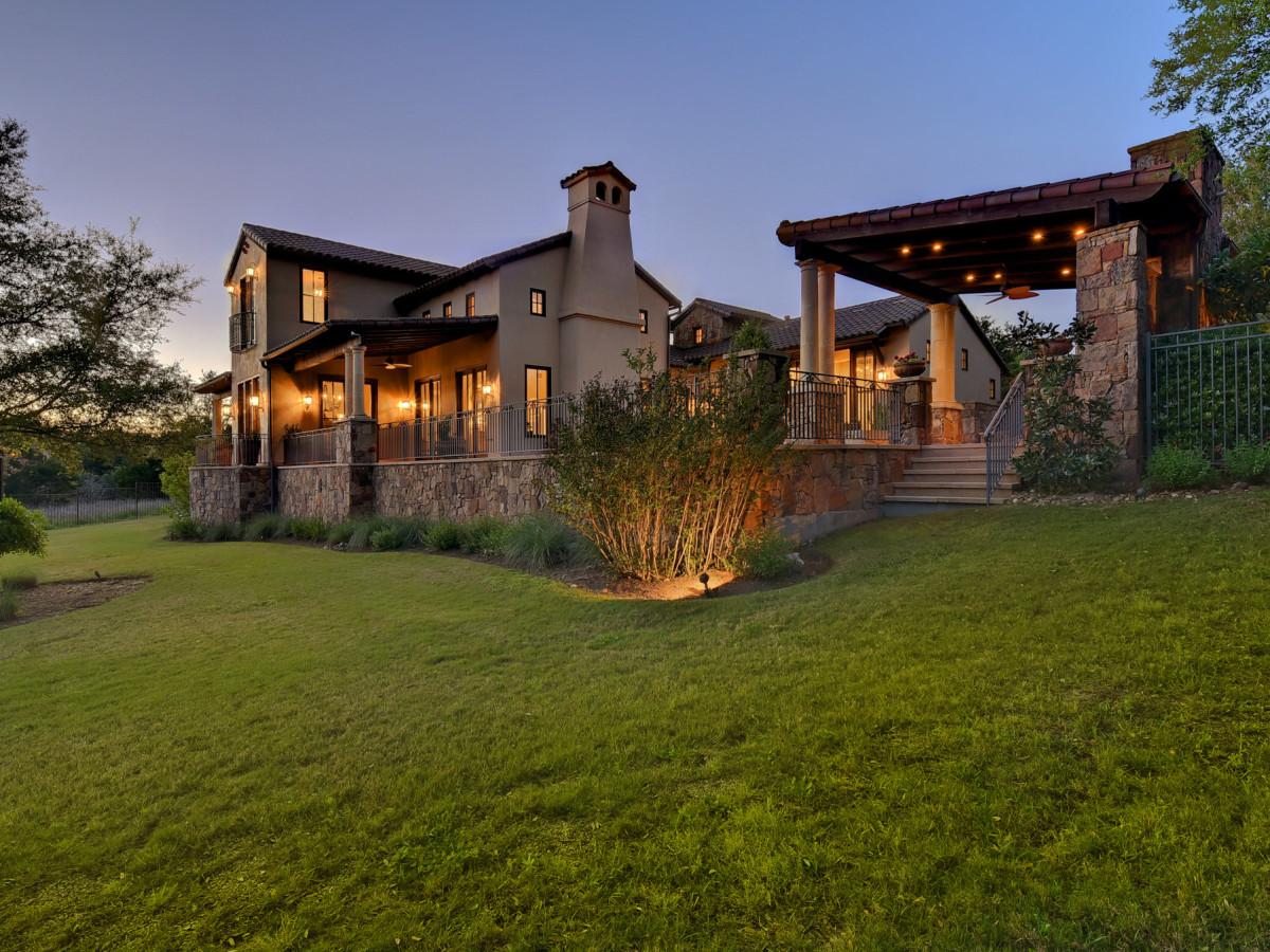 8533 Calera Austin house for sale backyard
