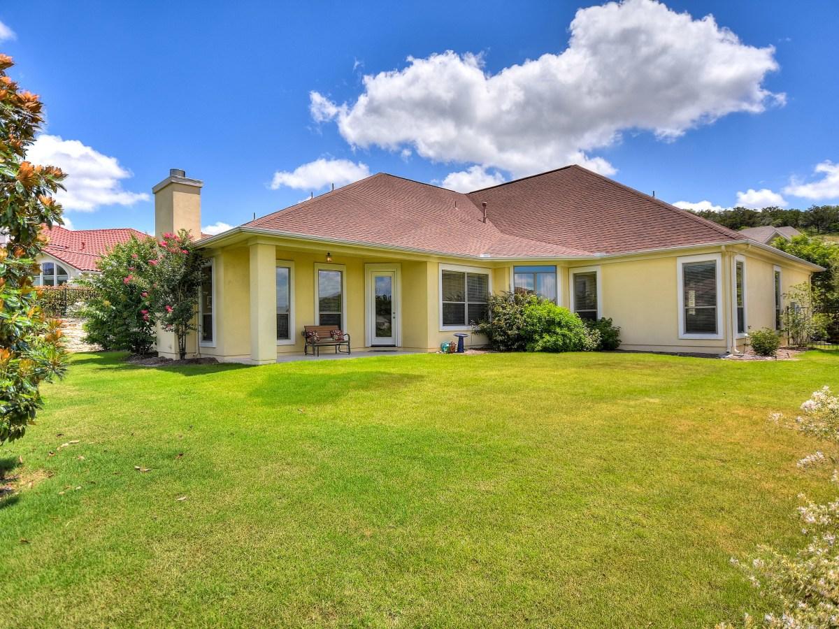 18027 Resort View San Antonio house for sale backyard