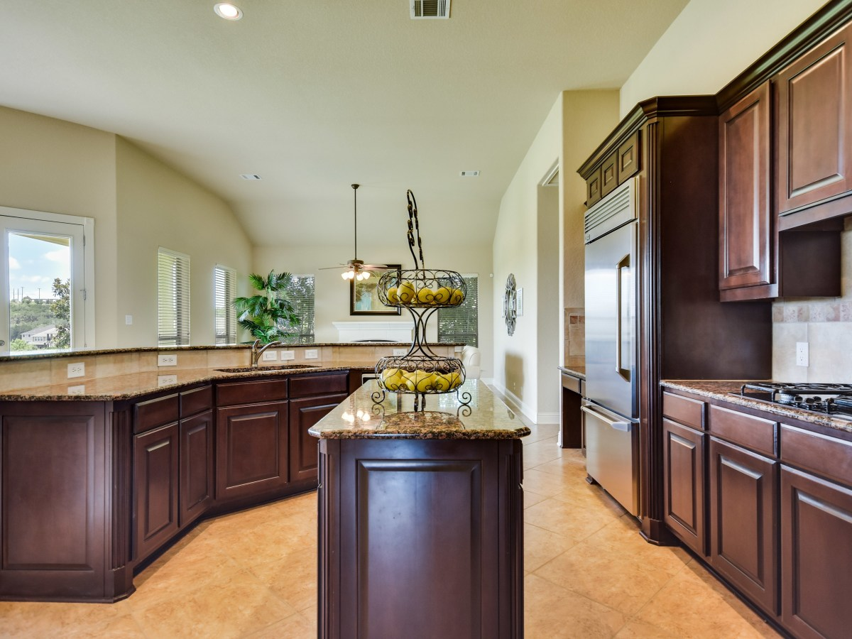 18027 Resort View San Antonio house for sale kitchen