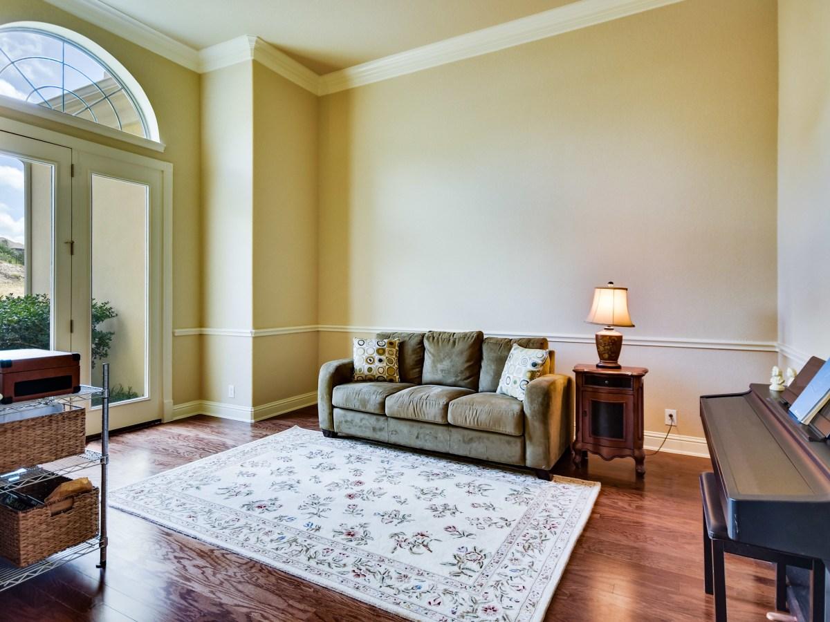 18027 Resort View San Antonio house for sale living room