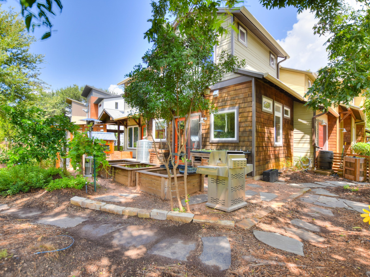 1513 3rd St. Austin house for sale garden