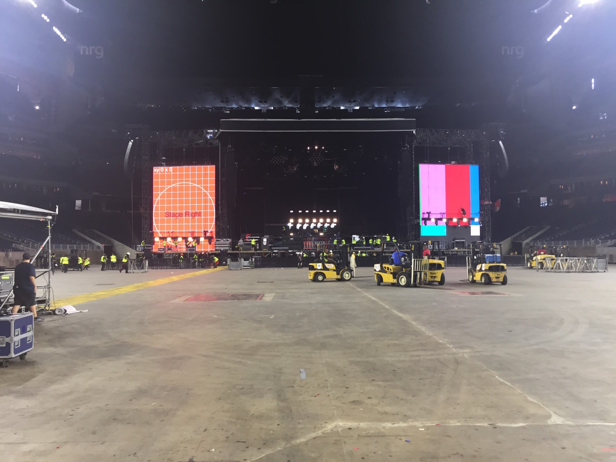 Guns N Roses stage setup