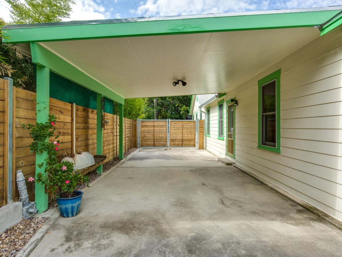 115 W Castano San Antonio house for sale backyard