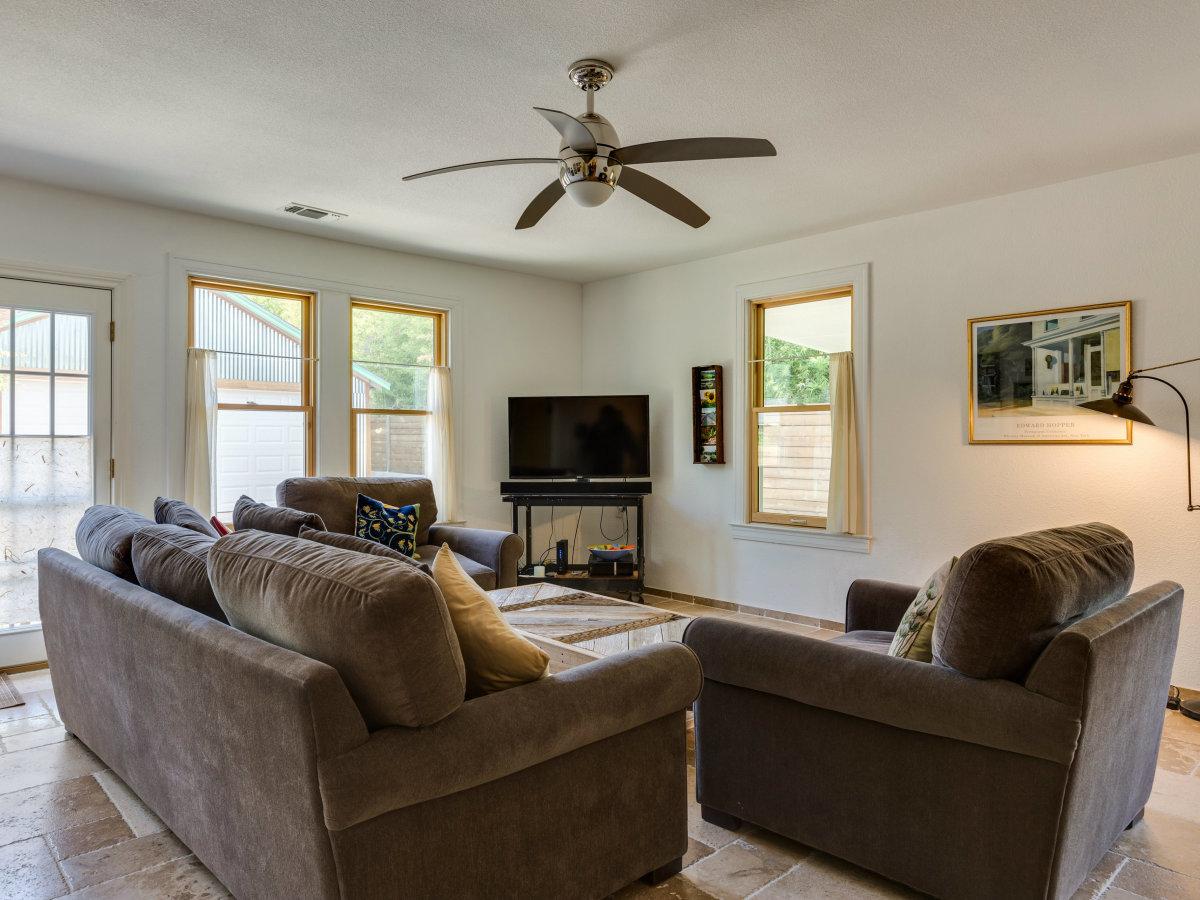 115 W Castano San Antonio house for sale living room